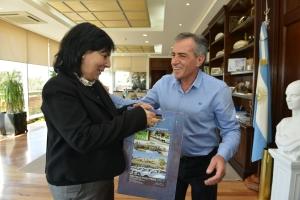 La Cónsul General de Uruguay en Buenos Aires, Lilian Alfaro y el Intendente de Malvinas Argentinas, Jesús Cariglino