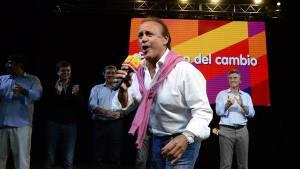 Miguel Del Sel celebra los resultados de las PASO en su bunker con Macri.