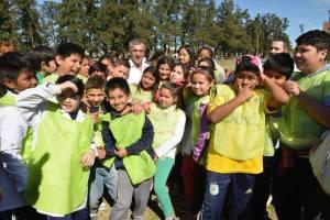 Jesús Cariglino disfrutando de esta jornada con los niños de diferentes escuelas del distrito
