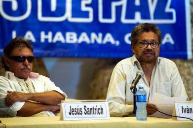 Ivan Márquez (der) representante de las FARC habla en La Habana. |@ AFP
