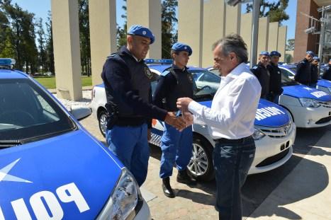 El intendente de Malvinas Argentinas, Jesús Cariglino, hizo entrega de 9 móviles para que la policía local patrulle las calles del distrito con mejor equipamiento.